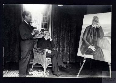 Unamuno posando para el pintor Luis MArquina en su casa de Bordadores a.1934