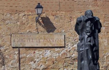 Estatua de Miguel de Unamuno realizada por Pablo Serrano, a.1968